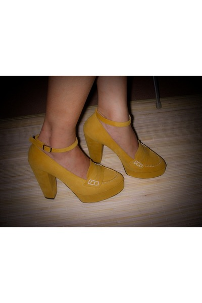 mustard Decimal pumps