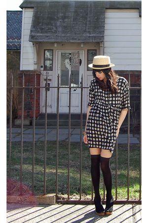 black vintage from Rock Paper Vintage dress - black cynthia rowley stockings - b