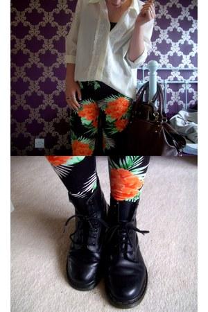 vintage shirt - Dr Martens boots - Internacionale leggings