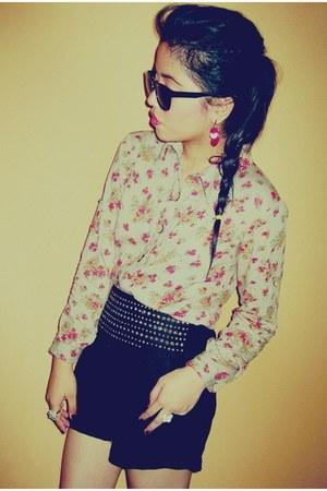 camel floral print vintage blouse - black gold Max Mara shorts