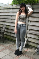 skinny jeans Divided pants - turband hat - leopard bustier Atmosphere top