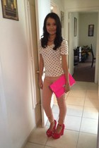 hot pink clutch purse - peach pants - hot pink suede heels