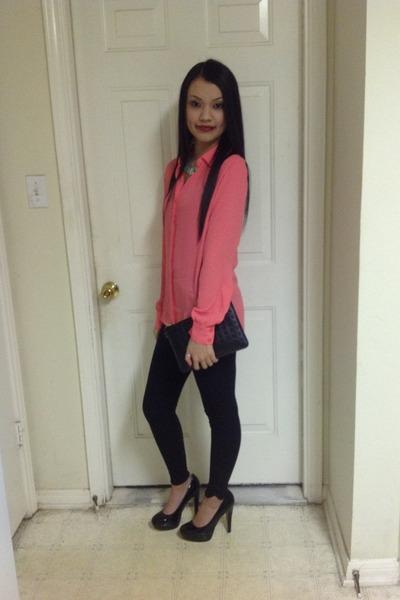 black leggings - black bag - black heels - salmon top - aquamarine necklace