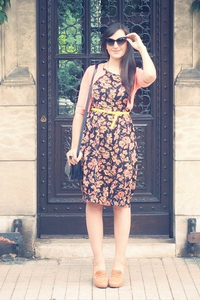 peach vintage dress - black vintage bag - black vintage sunglasses - yellow vint