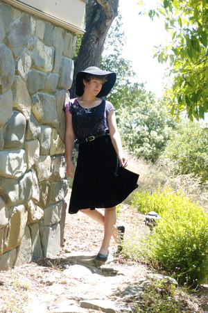 black sun hat - black velvet skirt - black studded Xhileration flats