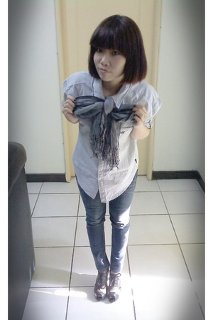blue shirt - silver scarf - blue jeans - gray shoes