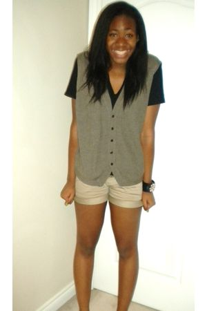 beige Aritzia shorts - black American Apparel t-shirt - Forever 21 bracelet