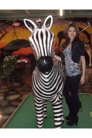 zebra top - black boots - black blazer - blck pants