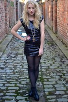 gold Gogo Philip necklace - black jc lita copies Topshop boots