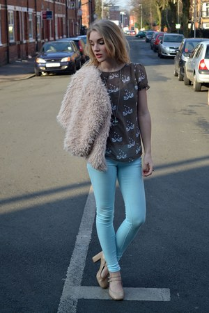 light brown sugarhill boutique top - light blue FM Boutique jeans