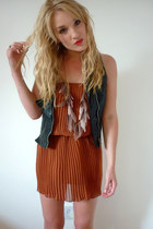 heather gray feather River Island necklace - tawny Primark dress