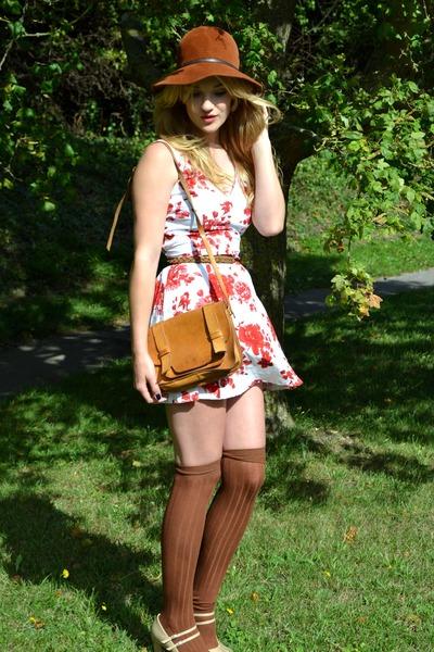 tawny felt floppy vintage hat - red floral print new look dress