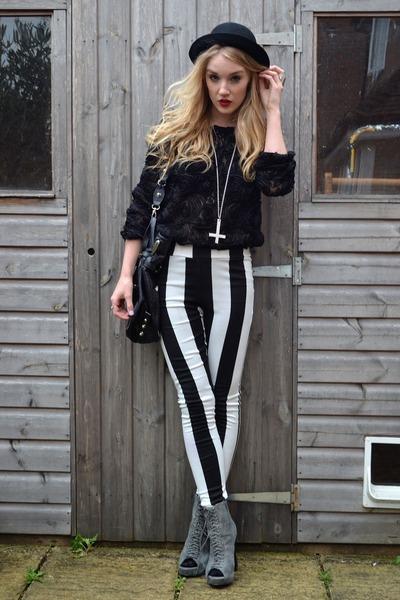 Heather-gray-ella-tino-boots-black-pop-couture-leggings_400