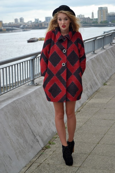 black bowler hat H&M hat - black so you shoes boots - red Sisley coat