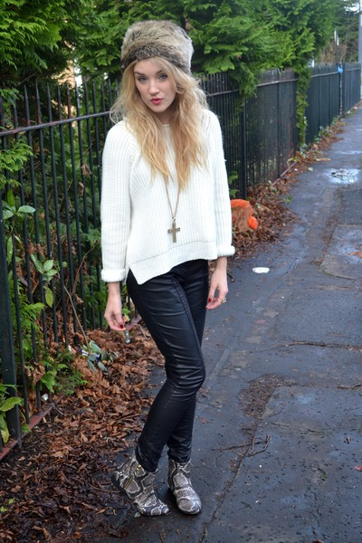 beige Kate Kanzier boots - gray Primark hat - black Primark pants