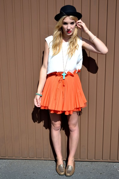 orange pleated flared Jones & jones skirt - bronze thrifted vintage shoes