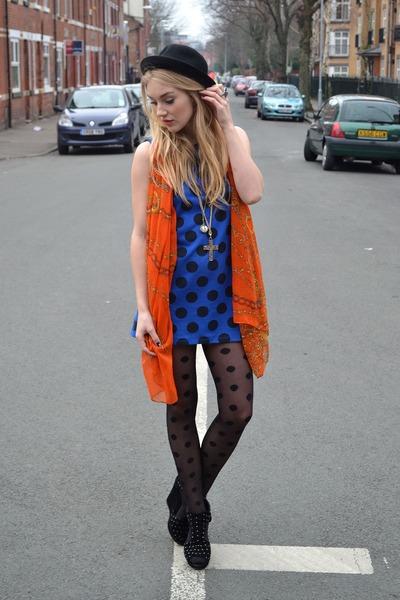 red Ellatino scarf - black studded wedges ellatinoe shoes - blue Wal G dress