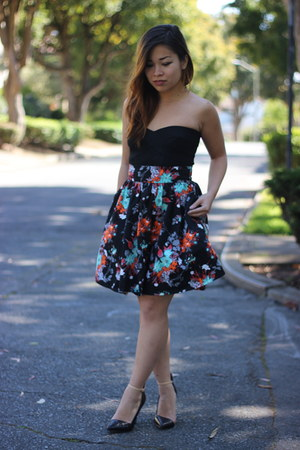 black H&M skirt - black bandage bustier Nasty Gal top - black Zara heels