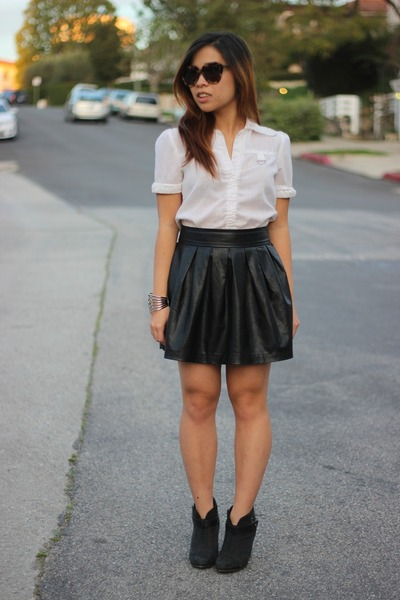 black Forever 21 skirt - black rag & bone boots - white vintage top