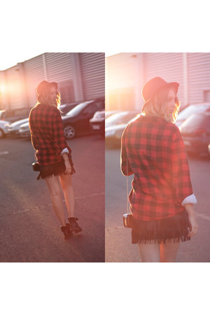 brick red flannel H&M hat - ruby red flannel second hand shirt