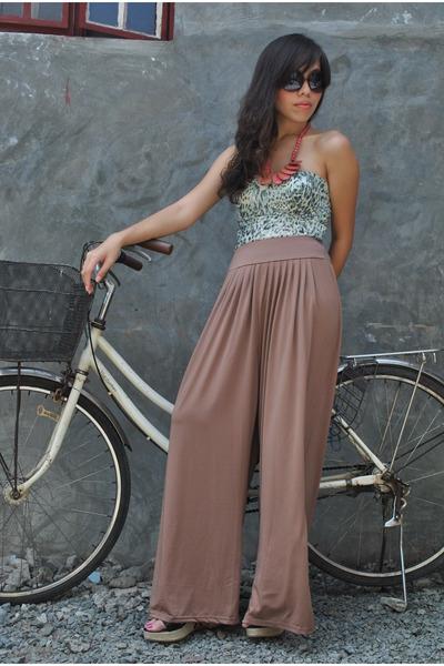 brown Pink Manila pants - olive green Mon Petit Boudoir top