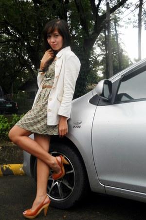 carrot orange thrifted heels - olive green random dress - cream thrifted coat
