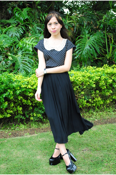 black F &amp; H pumps - black thrifted skirt - black foxy fashion hub top