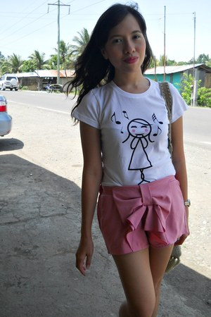 bubble gum thrifted shorts - white Island Souvenirs t-shirt
