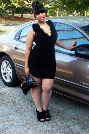 black bag - ruffle black dress - ruffle black heels - diamond tail earrings