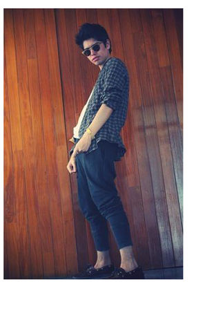 green shirt - white t-shirt - black Zara pants - brown sperry shoes - gold Ray B