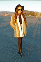 Faux Fur Vintage coat - Guess boots - Urban Outfitters hat