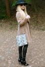 Camel-vintage-coat-black-fedora-urban-outfitters-hat-black-zara-leggings