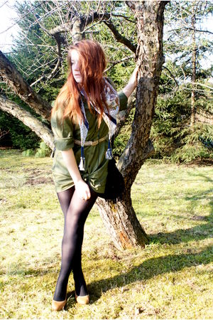 green Secondhand shirt - black Calzedonia tights - yellow H&M shoes - blue Kapph