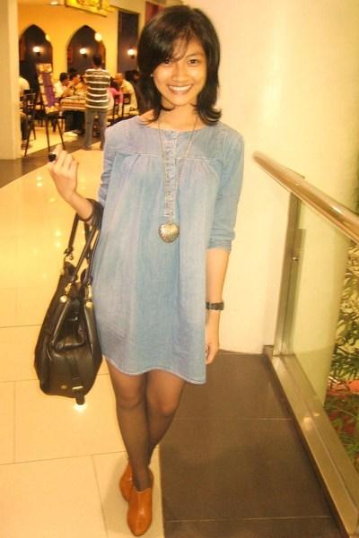 thrifted dress - Topshop purse - random stockings - Le Donne shoes - Bazaar neck