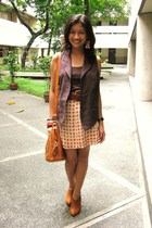 Gap vest - Mango top - thrifted skirt - Topshop purse - Le Donne shoes - Bead La