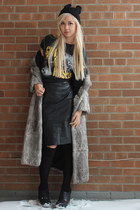 black leather Vince Camuto shoes - heather gray faux fur vintage coat