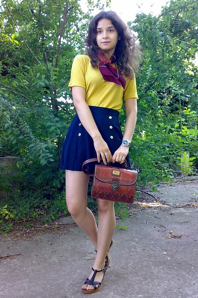 crimson thrifted floral scarf - brick red vintage M Chantal purse - navy shorts