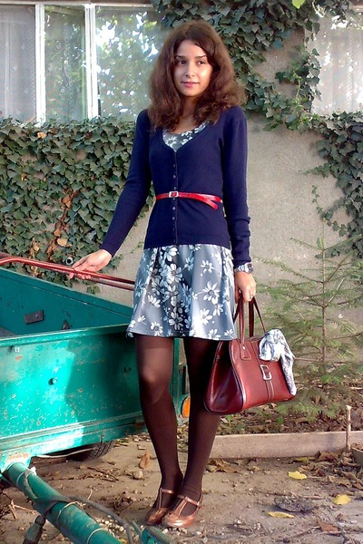 brown vintage purse - gray trifted floral dress - brown tights