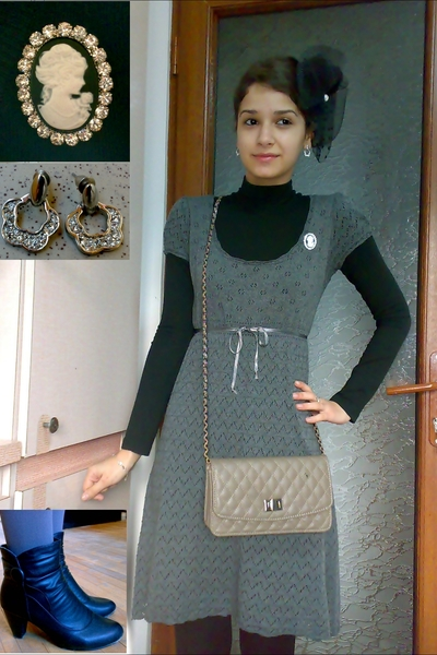 beige purse - black boots - gray knitted dress - black retro inspired hat