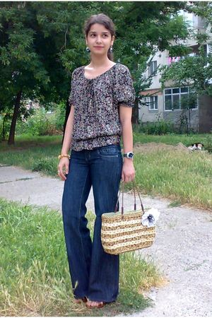 blue flattering jeans - brown striped basket bag - blue hand made earrings