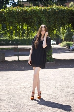 black pleated Atmosphere dress - carrot orange no name shoes - navy vintage bag
