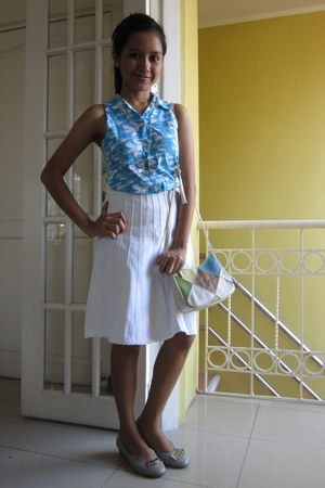 white plain skirt - turquoise blue printed top