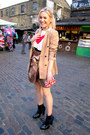 Red-knitted-ravi-famous-sweater-tan-long-zara-blazer-navy-2am-styles-bag