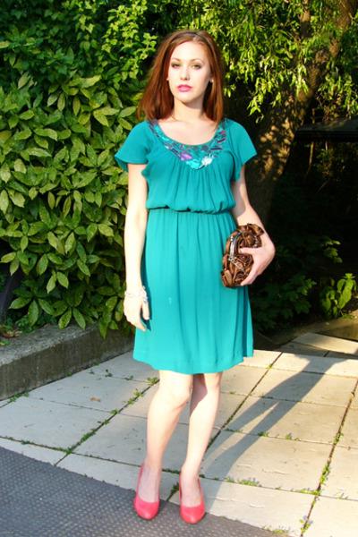 Pink H&M Shoes, Green H&M Dresses, Brown Mandarin Bags, Black D&M ...