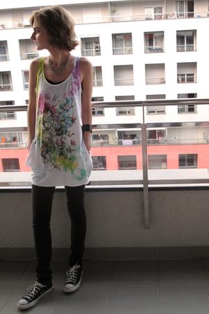 Bershka t-shirt - Sisley jeans - Converse shoes