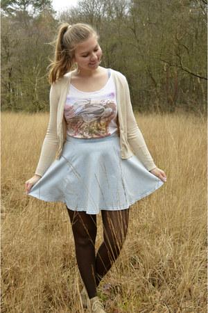 beige cardigan - dark brown tights - white printed t-shirt - light blue skirt