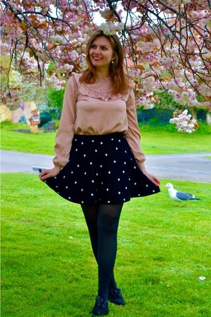 black shoes - light pink top - black skirt - light pink necklace
