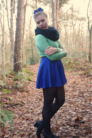black scarf - green sweater - blue skirt - black belt - blue hair accessory