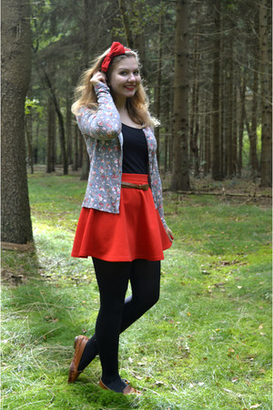 red skirt - brown shoes - black top - brown belt - army green cardigan