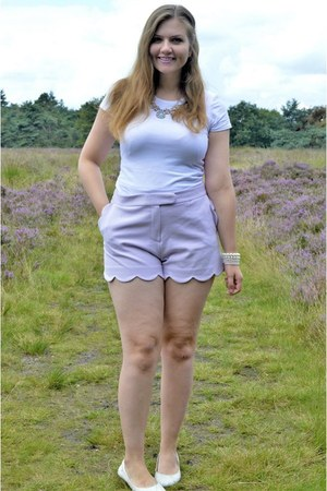 white heels - periwinkle shorts - white t-shirt - periwinkle necklace